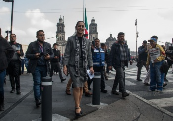 En orden y calma, desalojan oficinas del gobierno capitalino