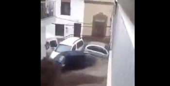 VIDEO: Lluvias causan desbordamiento de arroyo en Manzanillo