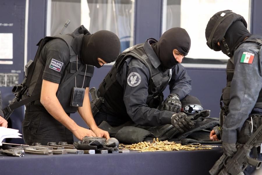 Buscan castigar la falsificación de uniformes, insignias y clonación de vehículos oficiales