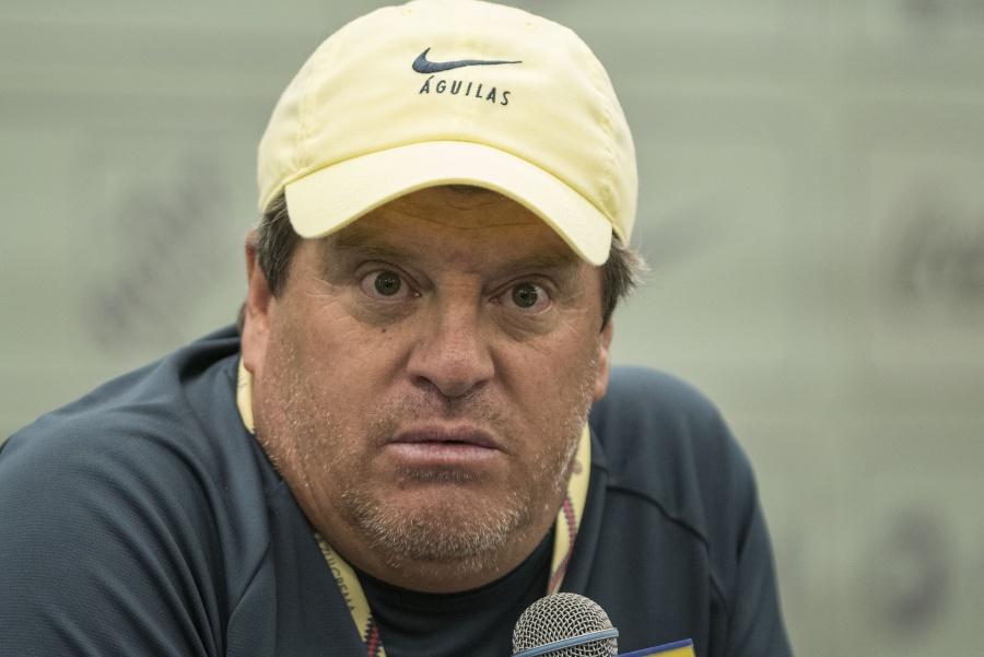 """Miguel Herrera califica como """"tarado"""" a Paul Delgadillo por palabras sobre la final del Clausura 2013"""
