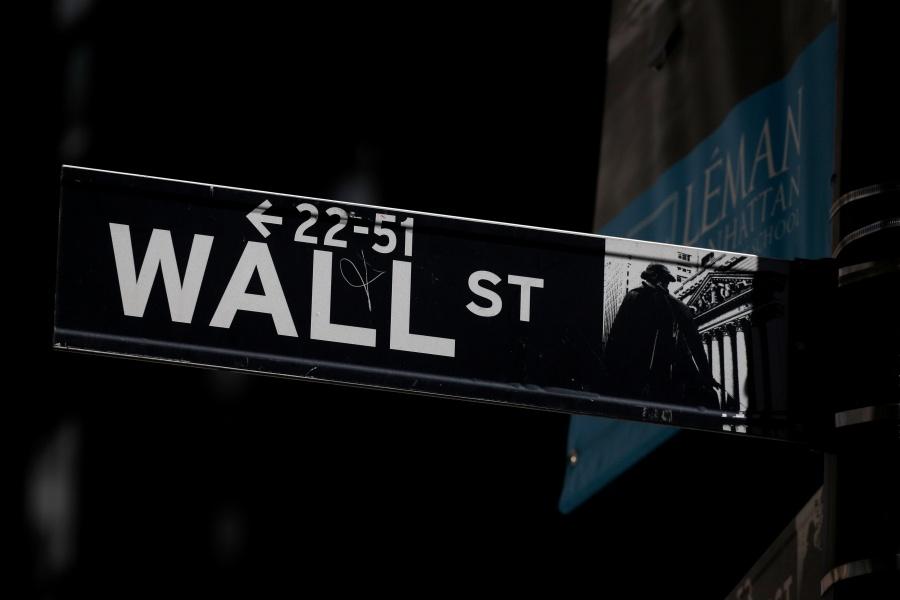 Wall Street cae tras decisión de China de cancelar visitas agrícolas en EU