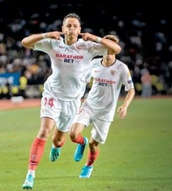 Chicharito marca su gol 125 en Europa y guía triunfo del Sevilla