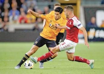 Raúl Jiménez guarda los goles y cae con los Wolves en Portugal