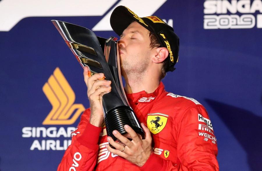 Vettel gana el GP Singapur y deja atrás 13 meses de sequía en F1