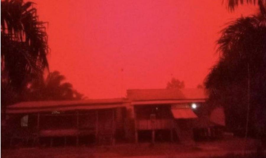 VIDEO: Inusual fenómeno tiñe de rojo el cielo en Indonesia