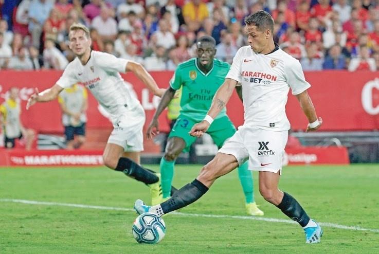 Real Madrid derrota al Sevilla con Chicharito