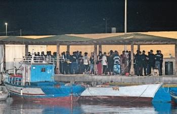 Salvini permite entrada de 182 migrantes por mar