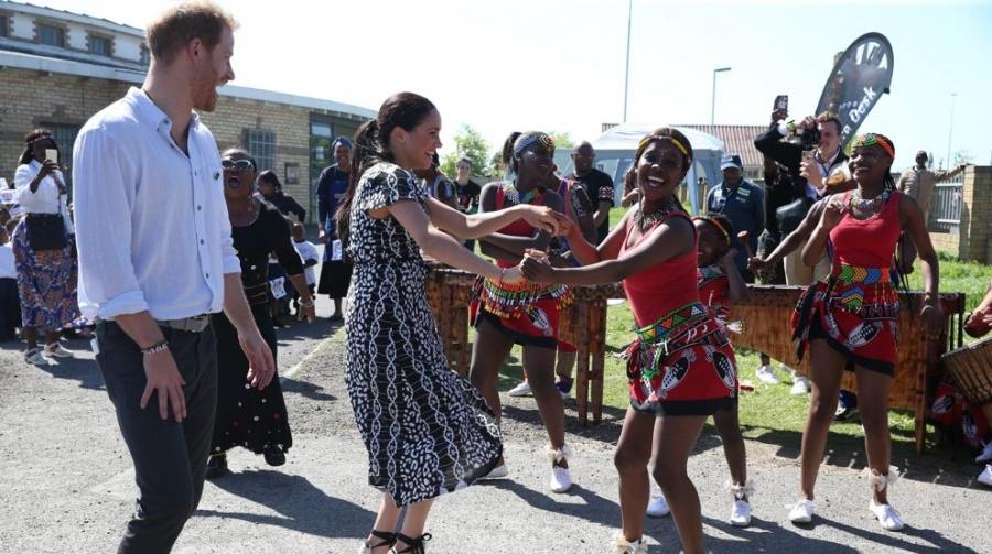Los duques de Sussex llegan a Sudáfrica con su pequeño Archie