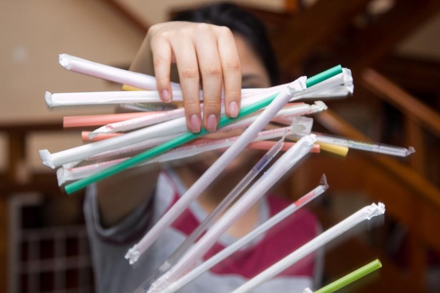 Querétaro se une al combate contra el plástico; prohíbe uso de popotes