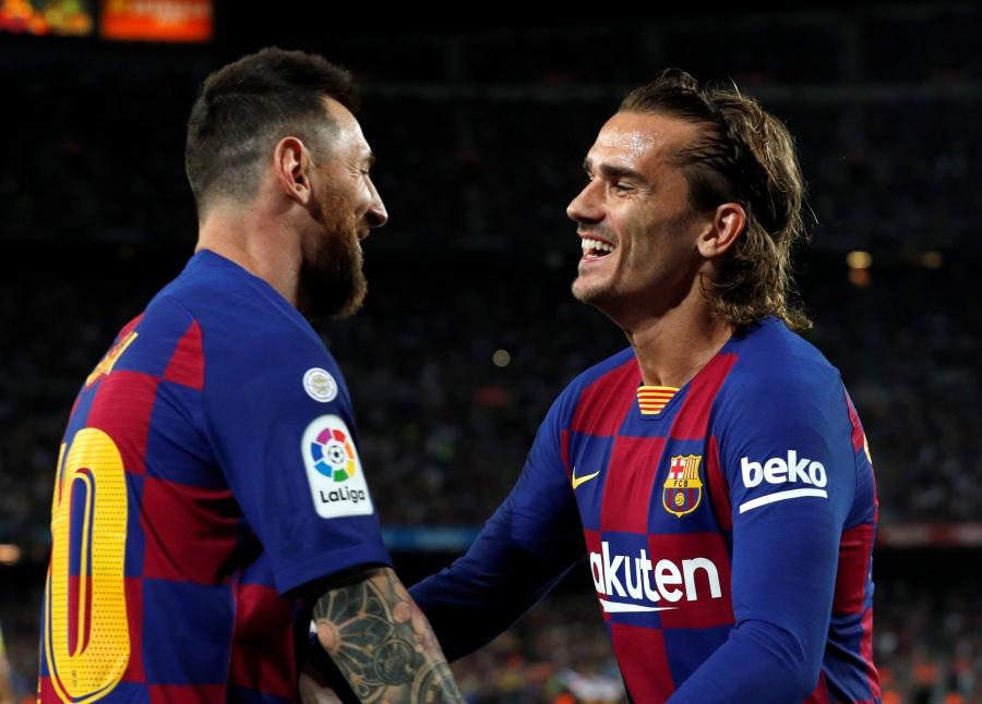 Barcelona vence al Villarreal pero pierde a Messi por lesión