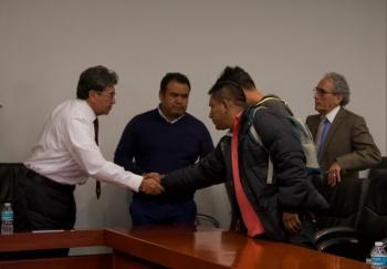 Continuará CNTE plantón en el Senado, pese a reunión con legisladores