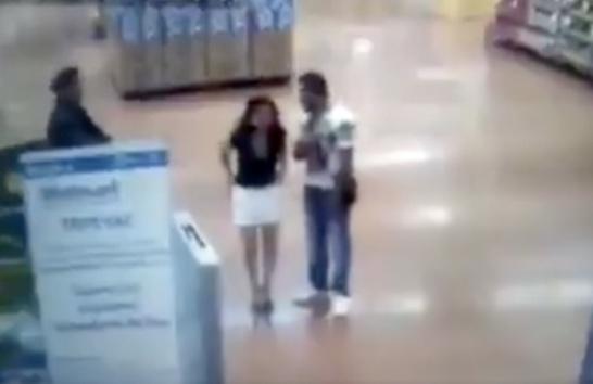 Captan a mujer desnudándose en Walmart de la GAM