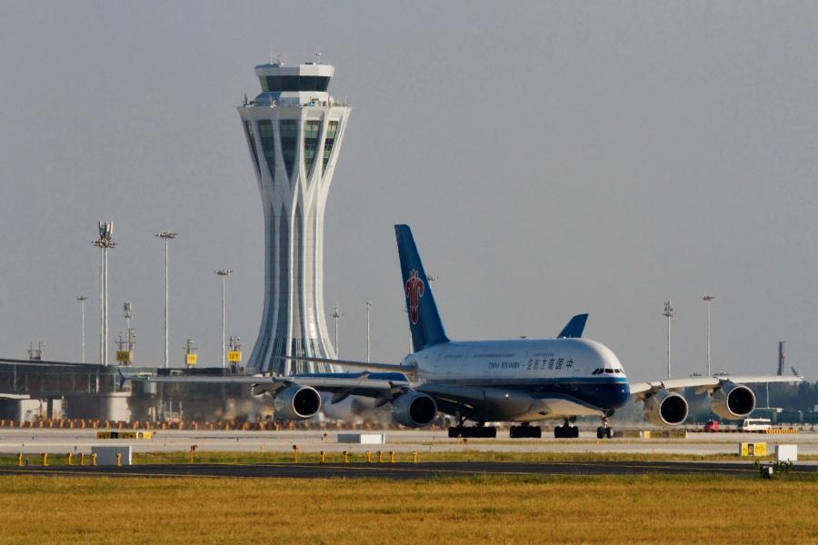 Inicia operaciones el nuevo mega aeropuerto de China