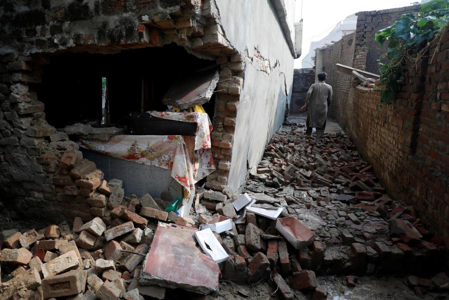 Van 37 muertos y 500 heridos por el sismo en Pakistán