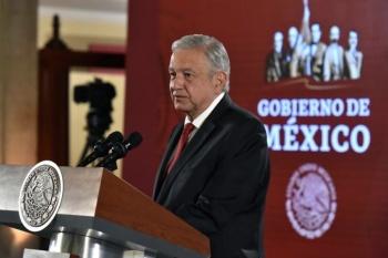 """Revela AMLO falsos registros como socio de 26 empresas; """"me rayé"""", dice"""