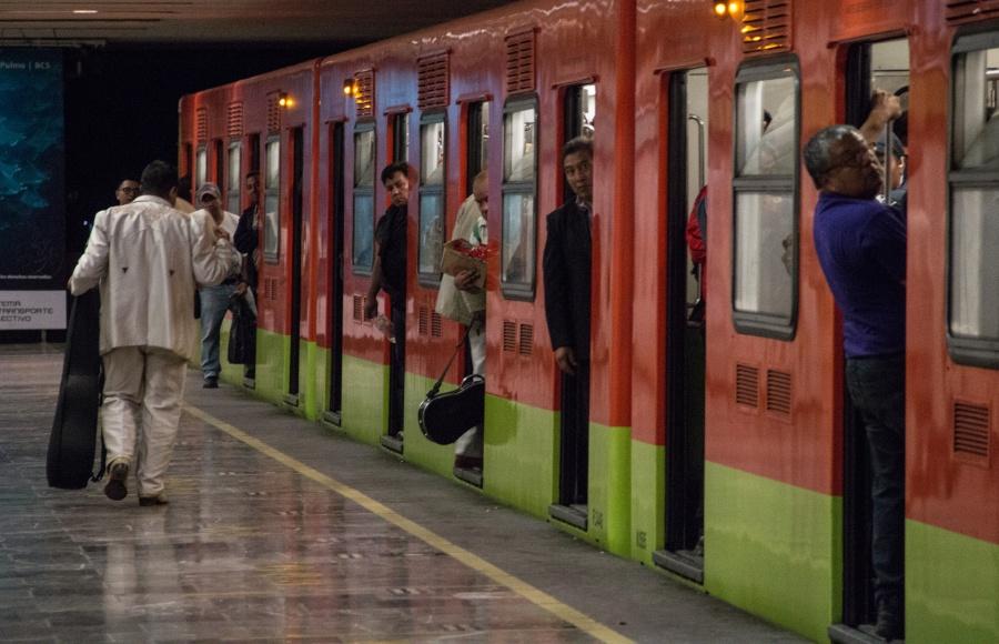 Retrasos en Línea 8 del Metro por… ¿una cuchara?