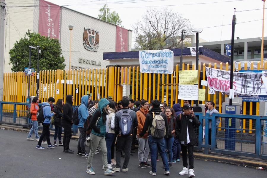 Planteles de la UNAM suspenden labores por aniversario de Ayotzinapa