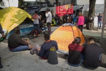 Por tercer día, CNTE mantiene plantón afuera del Senado