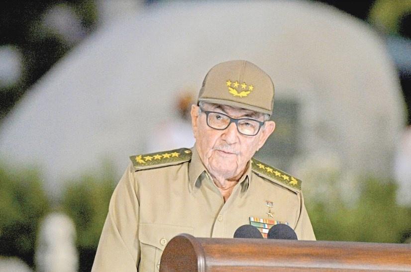 Prohíben a Raúl Castro y a su familia viajar a EU