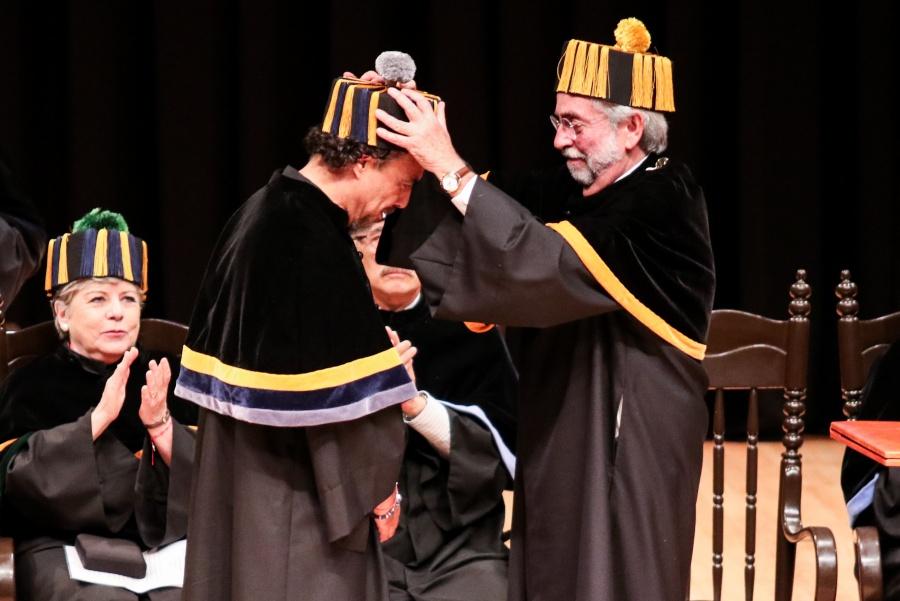 González Iñárritu recibe