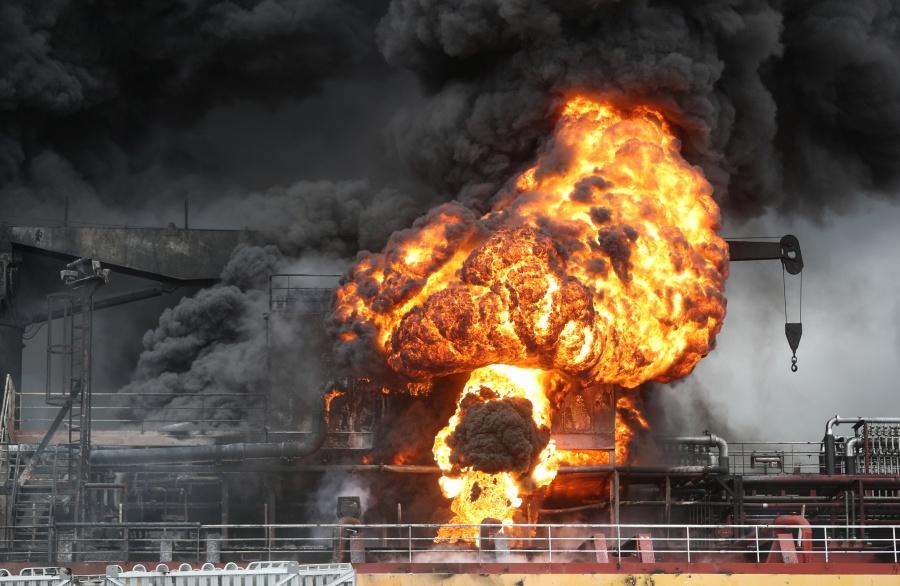 Explosión en buque petrolero deja 18 heridos en Corea del Sur