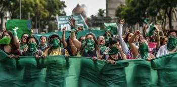 """Movimiento """"Marea Verde"""" graba video a favor del aborto ante grupos provida"""