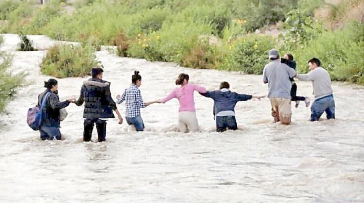 Pese a riesgo, prefieren cruzar por el Río Bravo