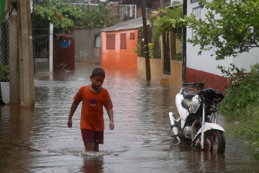 """Deja """"Narda"""" inundaciones, un muerto y un desaparecido"""
