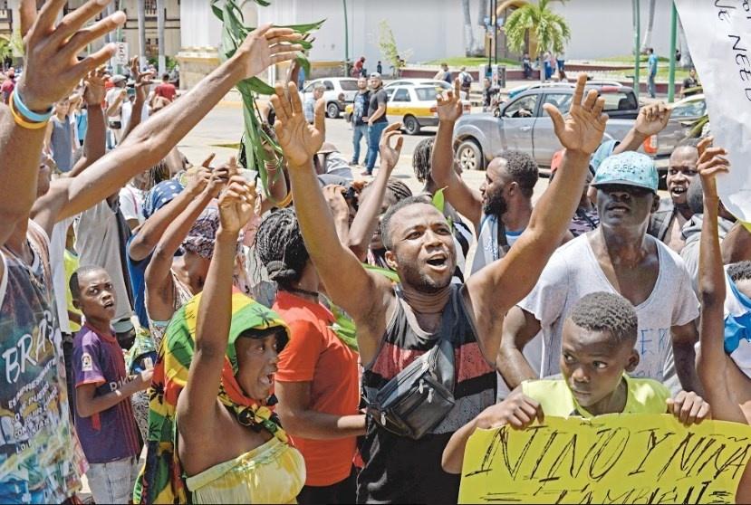 Pese a los reclamos en estaciones, Gobierno solo apoya a 84 africanos