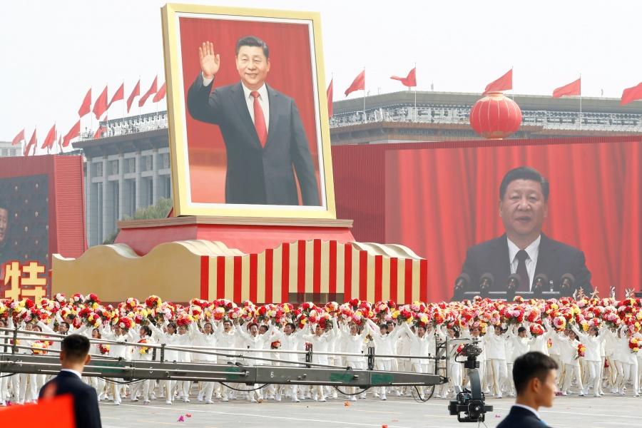 China muestra poderío militar en desfile