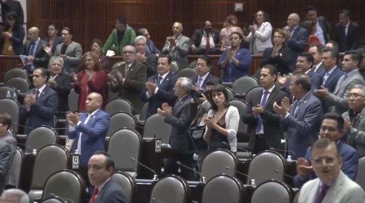 Congreso rinde homenaje a José José