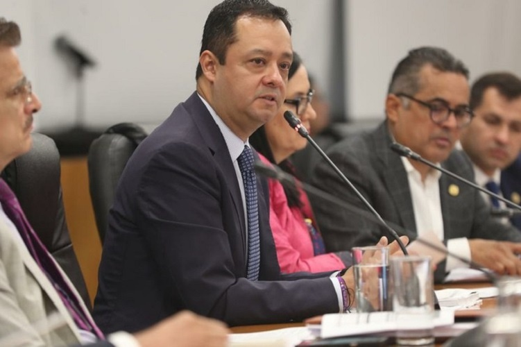 Reconoce subsecretario de Hacienda desaceleración de la economía de México
