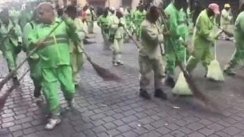 Cuadrillas limpian calles del Centro Histórico tras marcha del 2 de octubre