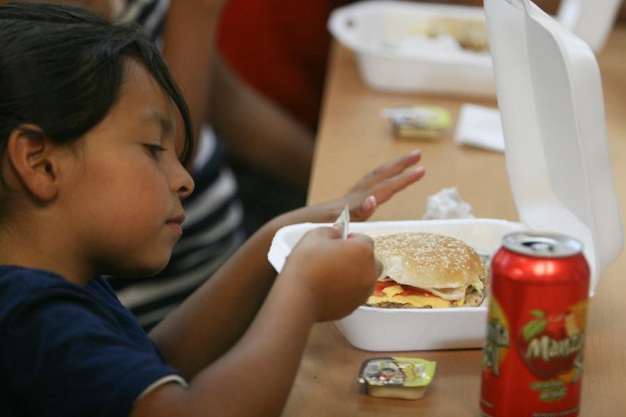 Profeco alerta de carne para hamburguesa falsa