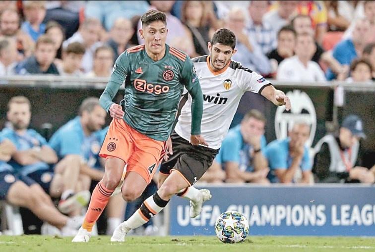 En goleada del Ajax, Álvarez obtiene el peor rendimiento