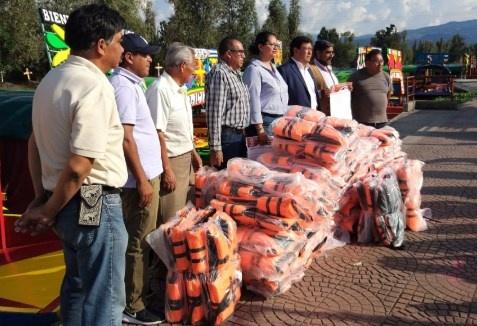 Entregan en Xochimilco 700 chalecos salvavidas