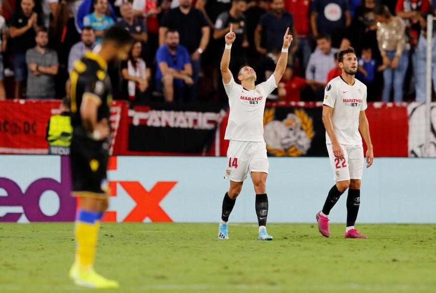 """""""Chicharito"""" vuelve a marcar con el Sevilla en la Europa League"""