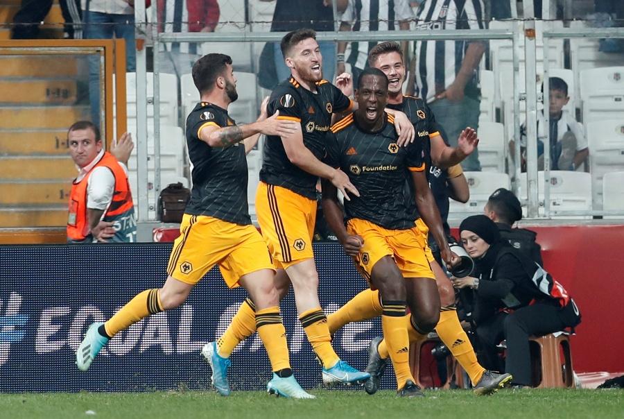 El Wolverhampton de Jiménez gana y respira en la Europa League