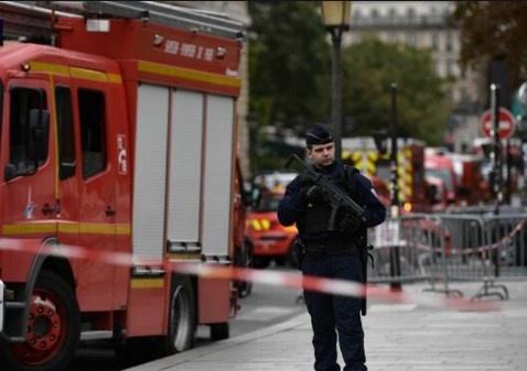 Empleado modelo y minusválido asesina a 4 policías en París