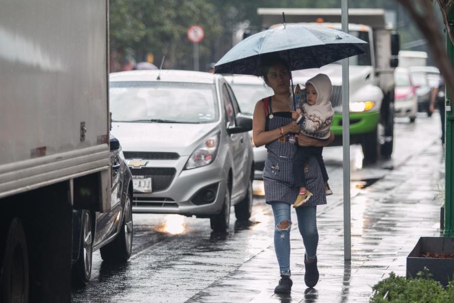¡No guardes el paraguas! Se prevén chubascos en la CDMX este viernes