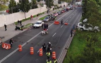 Policías Federales inconformes bloquean Periférico y las inmediaciones del AICM