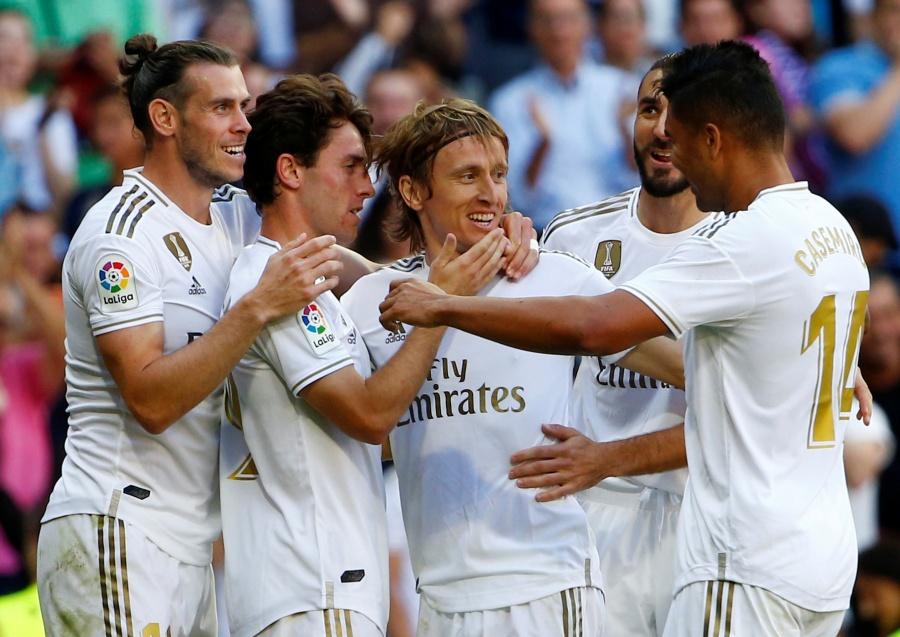 Real Madrid se complica un poco, pero vence a Granada