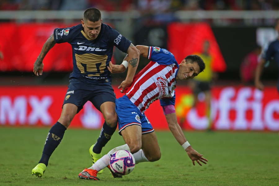 Chivas deja ir triunfo ante Pumas en Liga MX