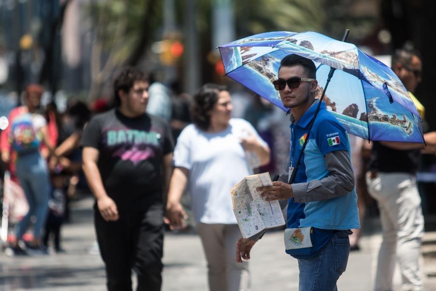 Prevén día soleado con chubascos este domingo en Valle de México