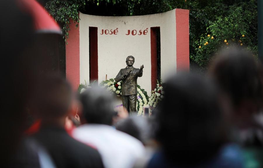 Interponen recurso legal para evitar cremación de José José por 48 horas