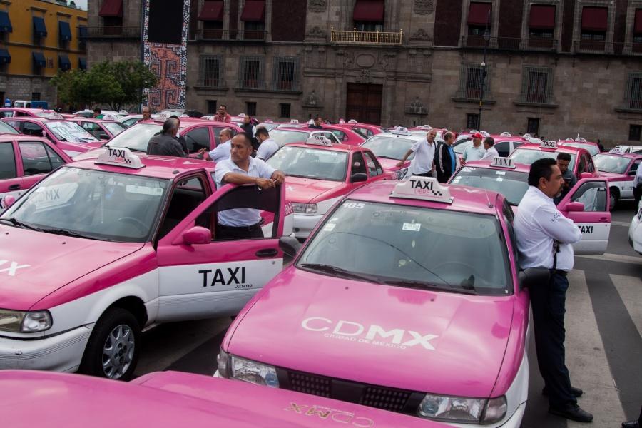 Primeros taxistas arriban al Centro Histórico de la CDMX