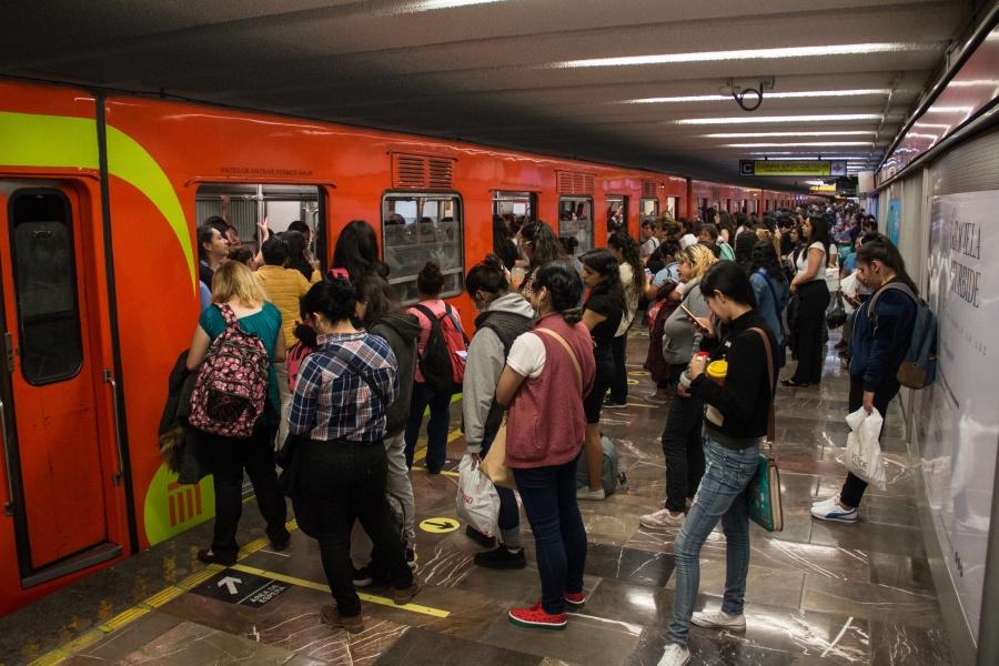 Metro de la CDMX se satura tras protestas de taxistas