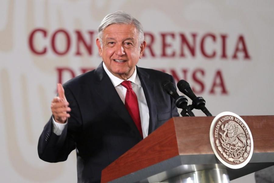 """Presume López Obrador su """"iPhone 21"""""""