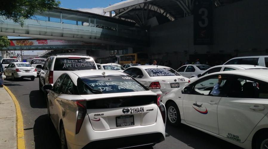 Protestas de taxistas se producen en Michoacán, Chiapas y Nuevo León
