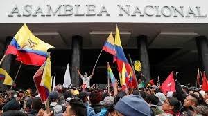 Manifestantes indígenas irrumpen en Asamblea de Ecuador